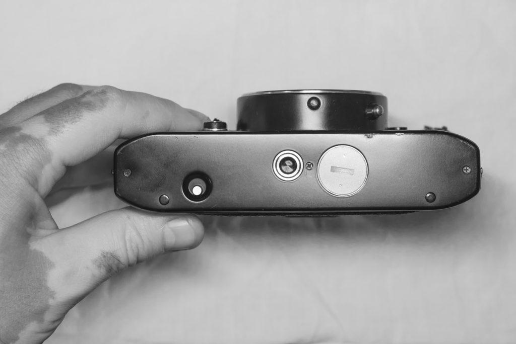 Rolleiflex SL350 - Bottom