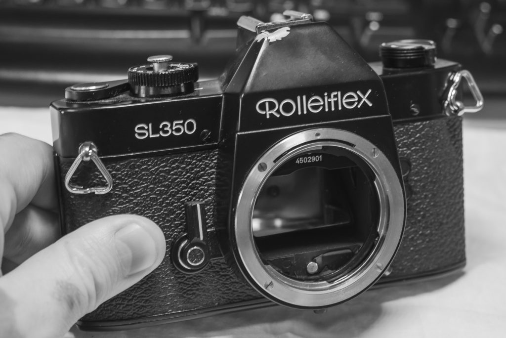 Rolleiflex SL350 - With an injured top plate